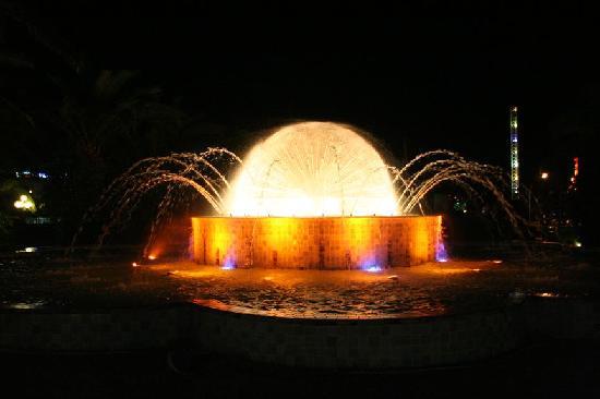Hasdrubal Thalassa Hotel & Spa Port El Kantaoui: Jets d'eau le soir