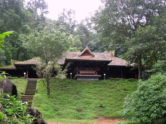 Traditional kerala houses picture of rain country for Kerala traditional home