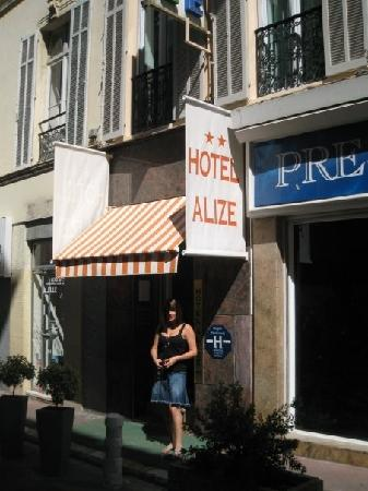 Hotel Alize Cannes : Outside the entrance of the Hotel