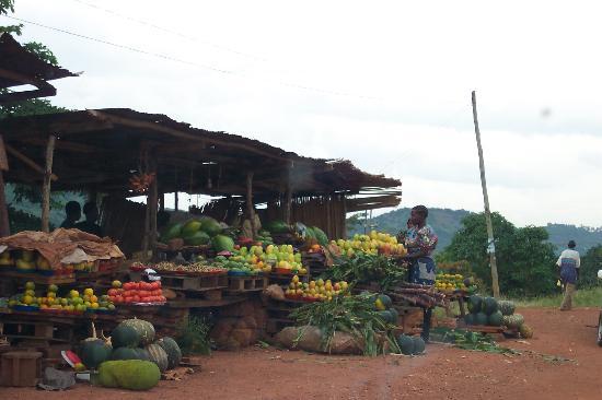 Уганда: Kampala greengrocer!