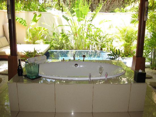 PER AQUUM Huvafen Fushi  Bathroom garden. Bathroom garden   Picture of PER AQUUM Huvafen Fushi  Huvafen