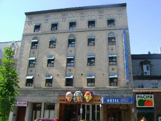 Hotel St-Denis: Front of hotel