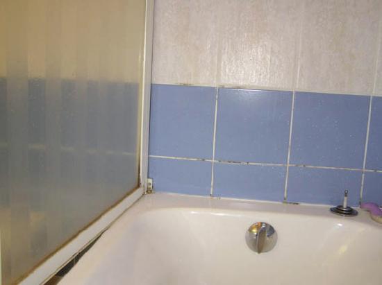 Le Galion Residence : dessus baignoire