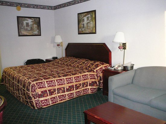 Travel Inn : A road trip delight:  clean, simple room.  No wear and tear.  No odors.
