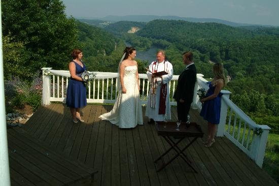 Inn at Riverbend: Our ceremony out on the deck