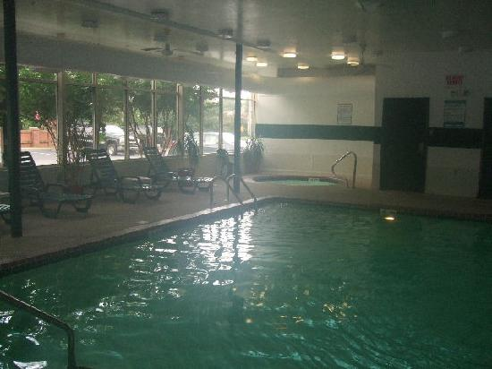 Quality Inn & Suites : Pool and Jacuzzi Were A Deliglht