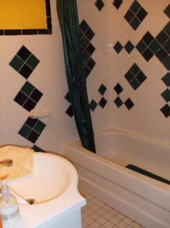 Auberge des Arts: Done up bathroom