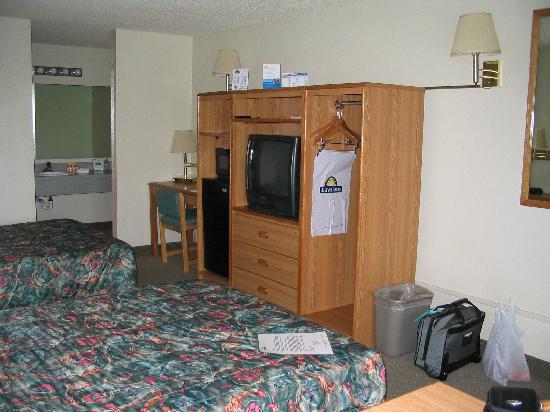 Days Inn Richland: TV stand