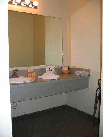 Days Inn Richland: Sink/vanity