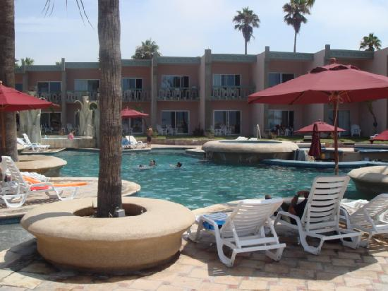 Estero Beach Hotel & Resort: The outdoor pool was outstanding.