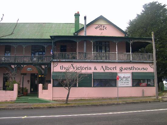 Victoria & Albert Guesthouse: Hotel front