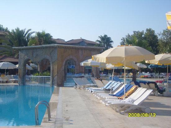 Club Belinda: Pool Area