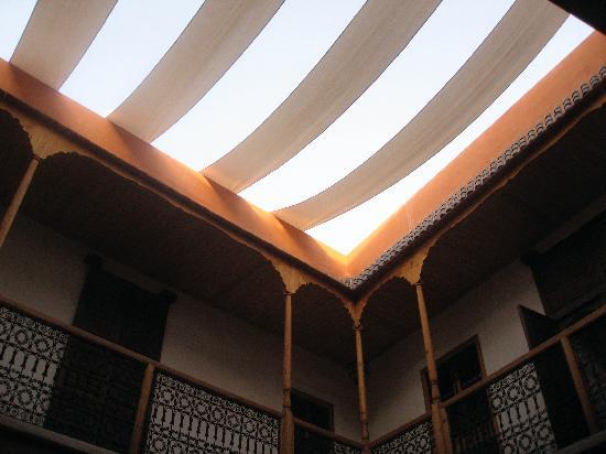 Riad Djebel: Vue sur le ciel, protégé du soleil…