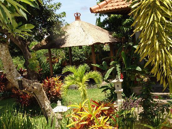 Puri Mangga Sea View Resort & Spa: der schöne Garten