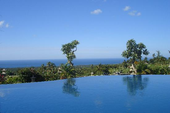 Puri Mangga Sea View Resort & Spa: Pool mit Aussicht