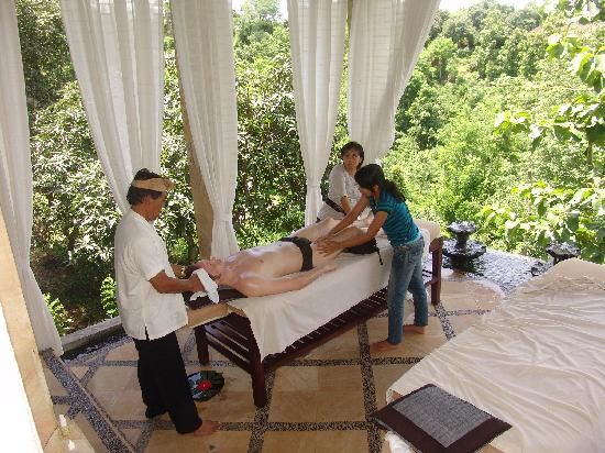 Puri Mangga Sea View Resort & Spa: chriroparktische Massage von Made