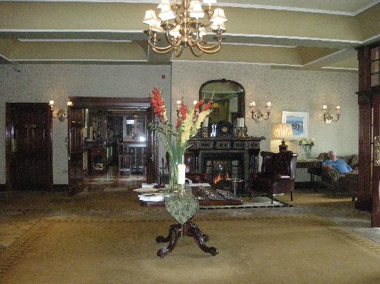 Hayfield Manor Hotel: Entrance hall
