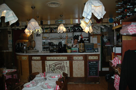 Le Bougnat d'Asnieres : inside the restaurant