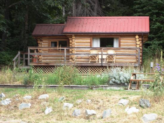 Tweedsmuir Park Lodge: One of their cabins