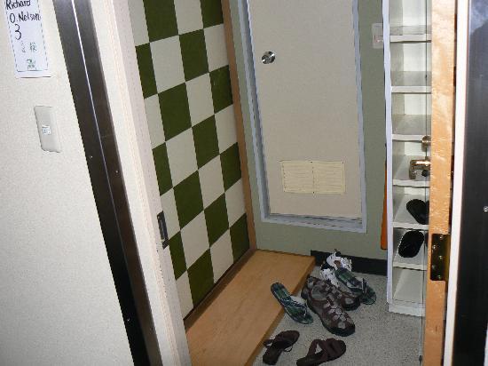 Ryokan Kohro: entry to rooms