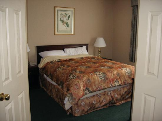Sandman Hotel Quesnel: From May 2008 stay in the Finning Suite