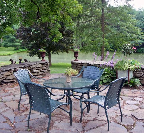 Olde Rhinebeck Inn: the patio
