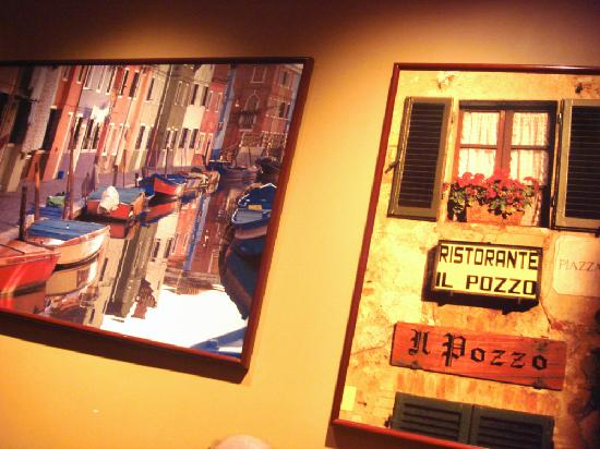Pizza Paradiso Mediterranean Grill : Pleasant wall art work decor