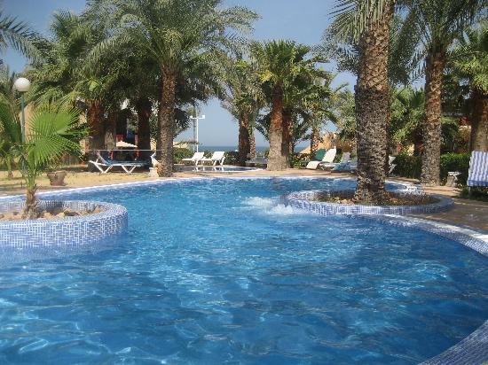 Club Oasis Marine: la dernière piscine lagon créé au calme
