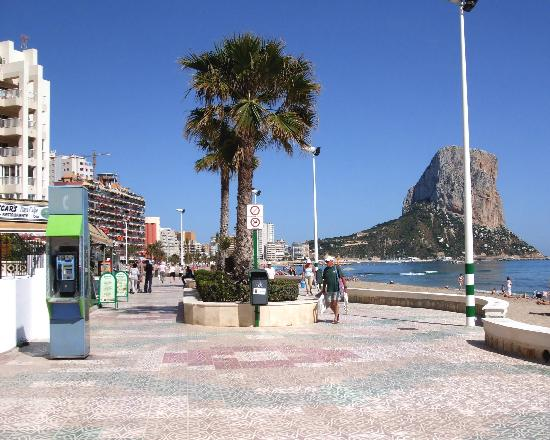 Кальп, Испания: along the promenade in Calpe