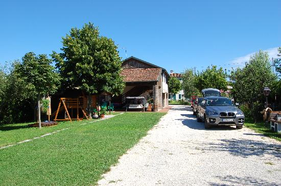 Agriturismo Ca' Marcello : Garden and terrace at Ca Marcello