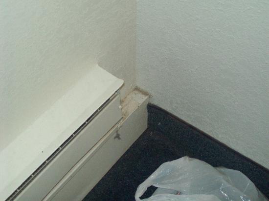 Motel 6 Bangor: cob webs everywhere carpets never cleande