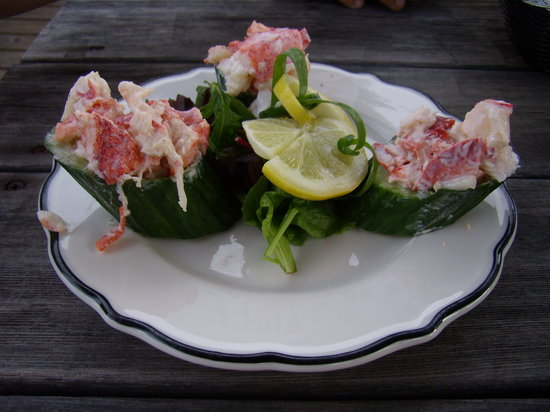 Boathouse Bistro Tapas Lounge & Restaurant: European cucumber cups with Maine lobster salad