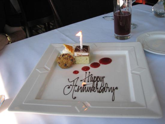 The Signature Room at the 95th: Surprise from the restaurant!