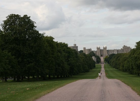 Windsor, UK : castle at end of long walk