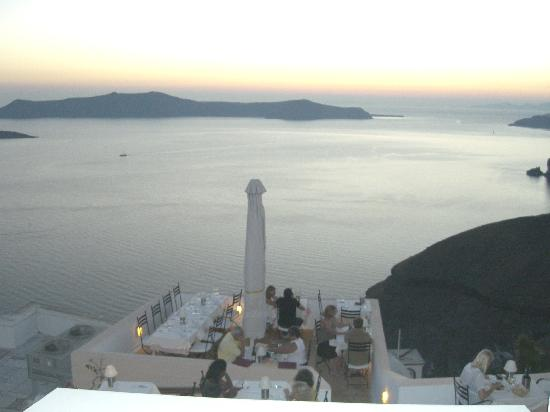 Enjoy Villas: Fira at dusk