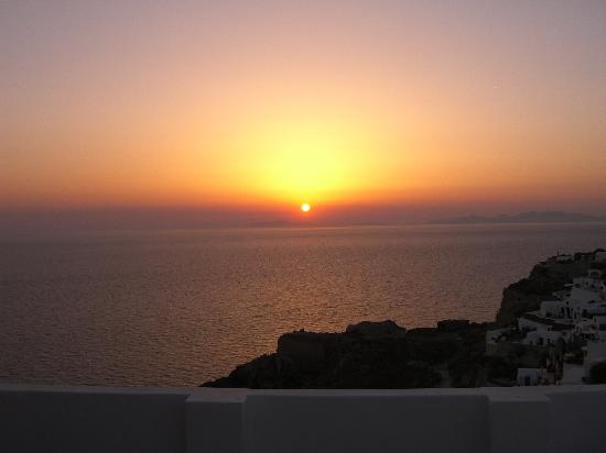 Enjoy Villas: Sunset in Oia