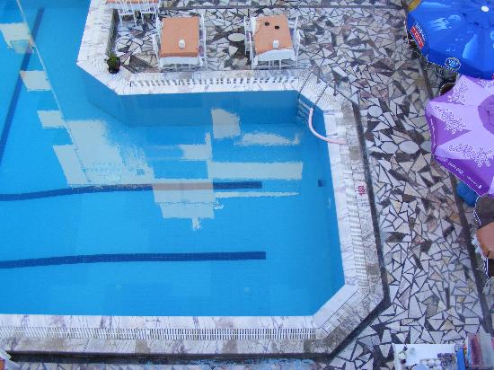 Sahin Yuvasi Hotel & Apartments: The shallow end of the pool