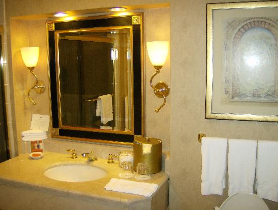 Washington Court Hotel on Capitol Hill: Bathroom 2