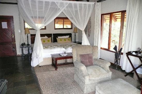 Sabi Sabi Little Bush Camp: Suite #5 Bed