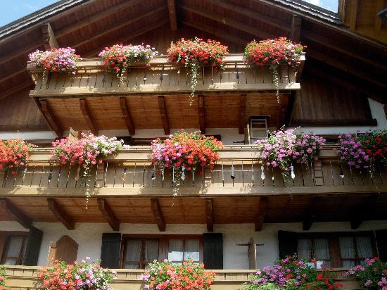 Hotel Das Rübezahl: balcons fleuris