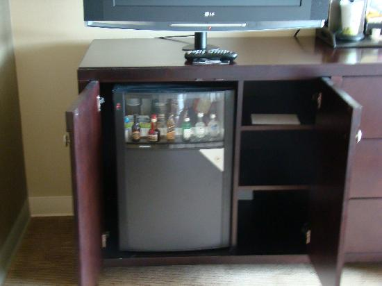 Westin Annapolis: Mini Fridge