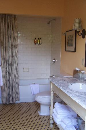 Tallman Hotel: The beautiful bathroom in room #9