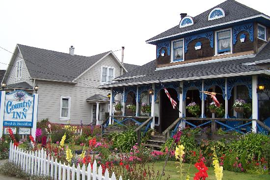 Country Inn Bed & Breakfast: Coutry Inn from the road