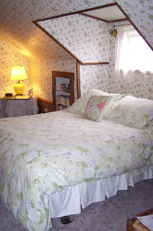 Country Inn Bed & Breakfast: Granny's Attic