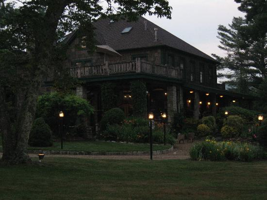 The Inn at Ragged Gardens: The Inn at dusk