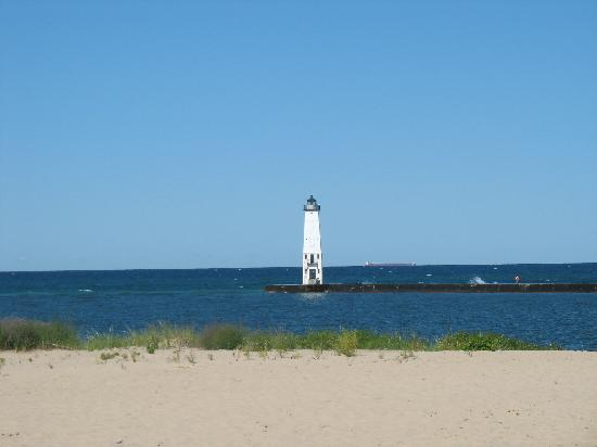 Harbor Lights Resort: Frankfort Lighthouse