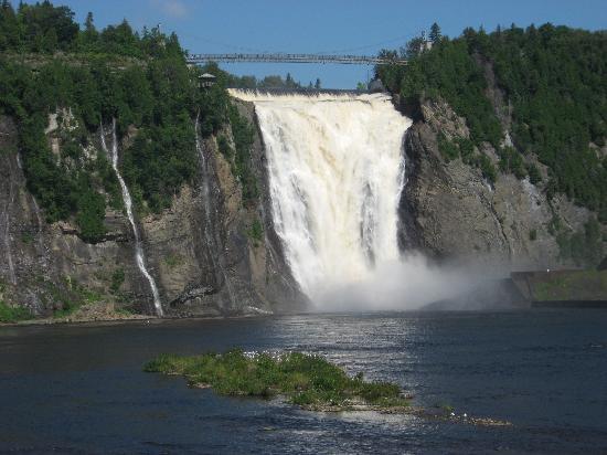 Econo Lodge Boischatel: The falls