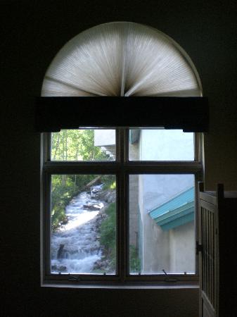 Alpine Village Suites: River in focus