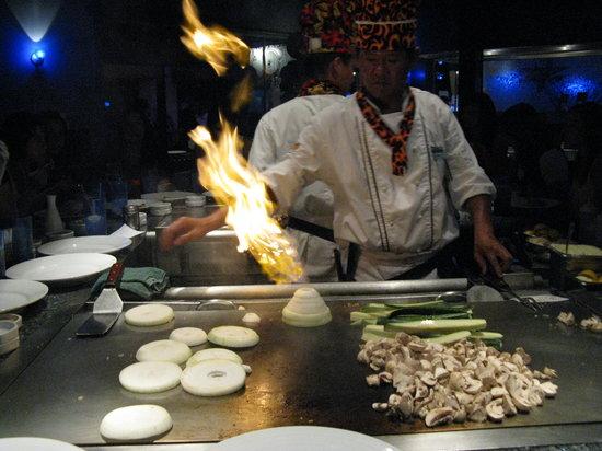 Chomp Sushi & Teppan Grill: Teppen Chef Ken