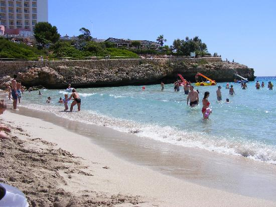 HSM Calas Park: THE BEACH, ABOUT FIVE MINUTES WALK FROM HOTEL